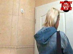 Зрелые туалетные шлюх - Малика
