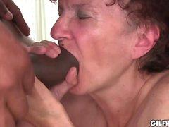 Cumming im Innern des der Großmutter