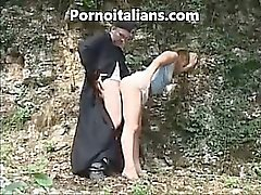 Italian priest fucks doggy style girl in the woods - prete italiano scopa a pecorina ragazza nel bosco porno italiano