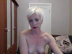 mamie mature blonde aime à se masturber sa chatte