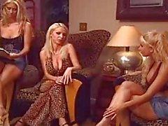 ATRACTIVA Lésbico teniendo el mejor Threesome de encuentro !