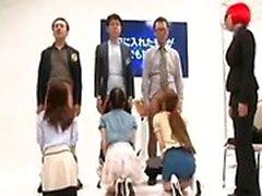 Slutty Oriental flickors som uppvisar från deras underbar cocksucki