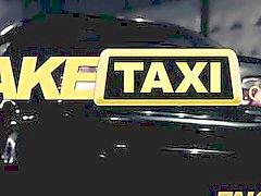 FakeTaxi - Большая женская блондинки обманом в полу