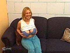 (Niederländisch) Blonde moeder met grote tieten!