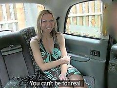 Крупные сиськами любительских блондинка обманным путем драйвер и трахал