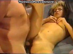 Dana Lynn, Nina Hartley , Ray Victory in der Weinlese Pornos Clip