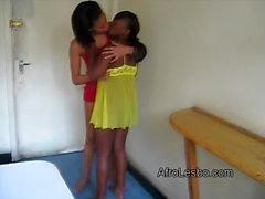 Aisha sowie Lisha haben ihr sich zunächst lesbische Erfahrung