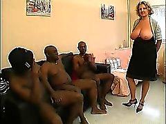 O French madura chamado Lou gangbanged pela galos pretos