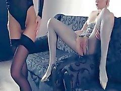 Lesbs quentes na meia-calça mais uma vez em ação