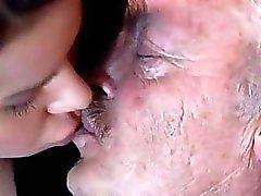 Alte und junge Mädchen zu Fuß Fetisch Porno Videos Bruce Zu a schlampige alte Mann