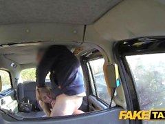 Поддельные такси Horny Holland блондинка любит петух