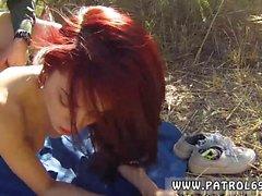 Le polisson mâle lèche la chatte Le peacherino roux peut tout faire