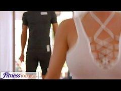 FitnessRooms потный отщепление во комнате вполне йоги красотки
