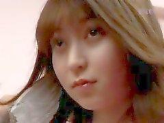 Aziatische meisje poseren haar harige kut