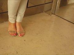 Israeli asansör ayak parmakları