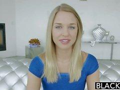 Gut aussehende blonde Frau Services ein schwarzes Monster Hahn interracial porn