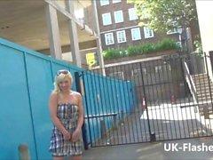 Blonde rubia Axa Jays público de destello y voyeur ducharse de exhibición sexy