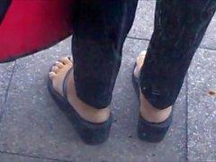 Reife Blondine Mit Sexy Gegerbte Füße