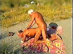 Gegerbtem Strand entfernt daddies bareback , von Zuschauern