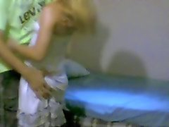 sdruws2 - мужчина тянет гс юбки и shows.a совершенный осел !