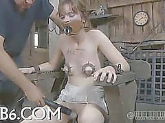 Brutal latidos de las parte inferior la chica