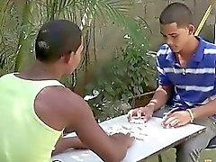 Exotic Twink Im Kollegen Spiel Streifen domino für eine Fellation