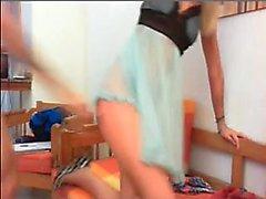 Blonde Amateur gibt Webcam Show mit Spielzeug