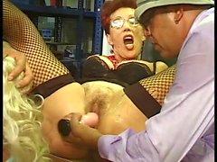 Blonde к лицам нетрадиционной сексуальной и рыжий би - телка отсасывать Дорожные работы