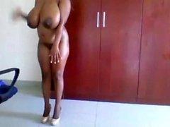 Çarpıcı Ebony Kız Big Cock By Onun Big Boobs kremalı Got