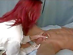 Catherine le da a la próstata handjob