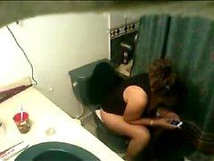 Hidden masturbation vid telefonstations inom badrummet