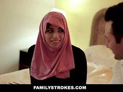 Familystrokes - Pakistansk fru rider kuk i Hijab