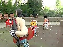 Gootti tyttö saa alastijulkinen leikkipaikka