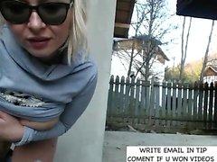 Public Busty Blonde machen Streifen