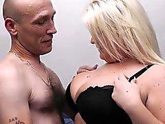 Ehemann betrügt Frau mit blonden bbw