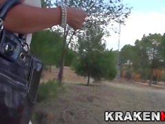 Krakenot - Milf provocador en video de voyeur al aire libre