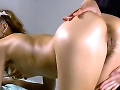 Gatito sensual se extiende twat apretado y se deflorated