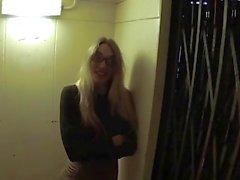 Поддельная Мент Длинноногая офис шлюха трахается полицейского на лифте