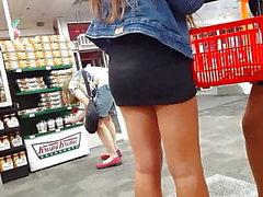 Candid Voyeur 2 Hotties in engen schwarzen Kleid Einkauf ass