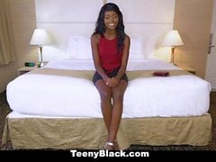 TeenyBlack - Hot Black Teen Kandi Monaee wird gefickt