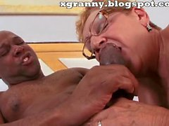 Mature granny interracial sex in hairy pussy and anal