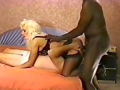 Vrouw maakt hubby nemen sommige grote zwarte pik