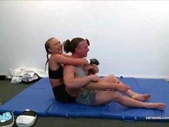 Ronda Rousey lookalike Alyssa Cole Training für UFC und masturbiert