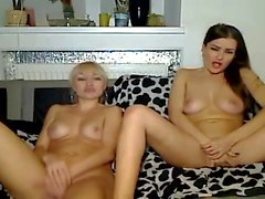 Kaksi lesboa söpöä Pussy Fingering Cam