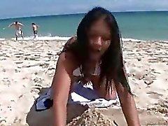 Meinem thailändische -Mädchen am Strand