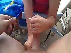 Estimulacion Con La Mano y correrse en playa de WF