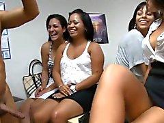 Diese pratty Mädchen lieben Schlagsahne und sexy Hahn Saft