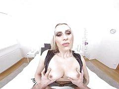MatureReality - Blonde Milf mit milchigen Titten