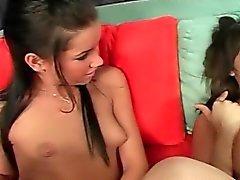 Sexy Tochter gelehrt, wie gut BJ zu geben