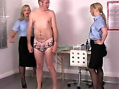 Uniformierten Femdoms assfinger sissyboy